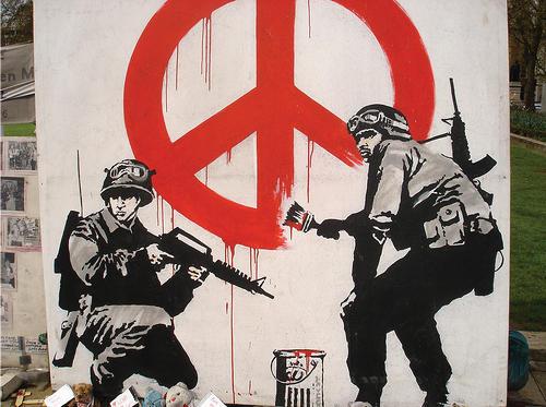 戦争を皮肉るストリートアート